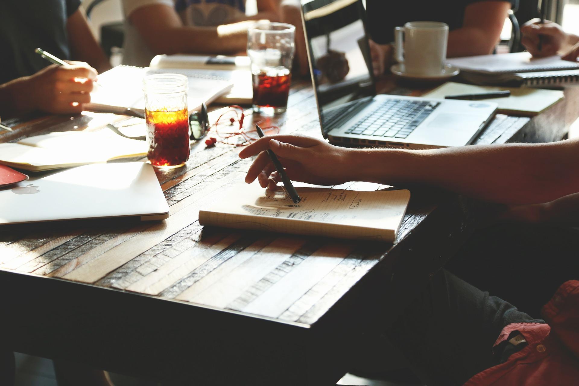How to write a descriptive essay - image